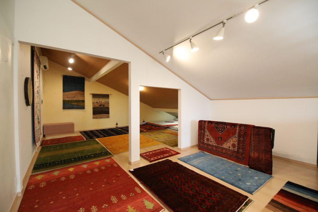 色彩のギャラリー絨毯展示